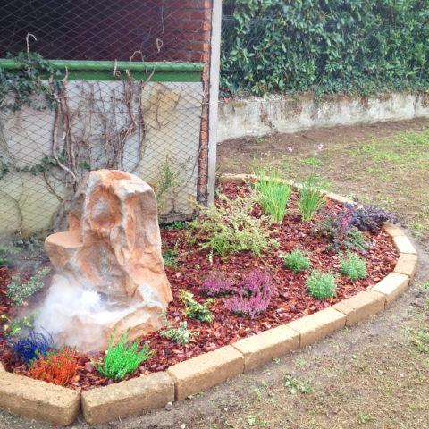 Realizzazione aiuole con fontana provincia Arezzo Siena Caiani Vivai Garden