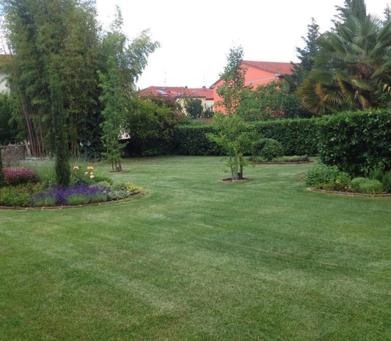 Realizzazioni giardini, aiuole e aree verdi